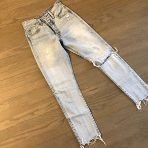 LEVI's distressed 501, size 25! Like new